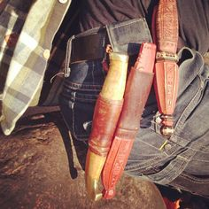 Jögge Sundqvist Täljsten vid majbrasan. Green Woodworking, Knife Sheath, Carving Tools, Cold Steel, Walking Sticks, Woodcarving, Canes, Hand Tools, Spoons