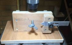 Jig for spoke wheels Wooden Art, Wooden Toys, Table Saw Jigs, Home Blogs, Compound Mitre Saw, Lathe Tools, Power Tool Accessories, Miter Saw, Drill Press
