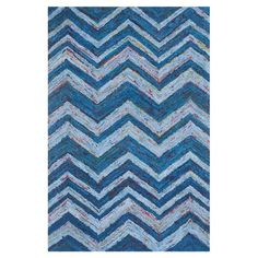 Lend a pop of pattern to your dining room or den with this hand-tufted cotton rug, showcasing a chevron motif in blue.   Product: