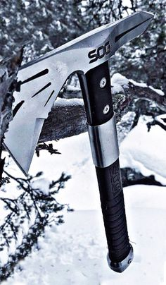 SOG Tomahawk Mini Axe with Sheath. Voodhoo Hawk Mini Mini Tactical Axe and Throwing Hatchet with Blade for Survival Sports and Camping Axes Survival Tools, Camping Survival, Survival Knife, Cool Knives, Knives And Swords, Throwing Hatchet, Axe Sheath, Tomahawk Axe, Zombie Weapons