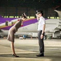 Asiana Airlines Stewardess bows to a saluting Thai Airways Captain (Great Photo) @tgcrew
