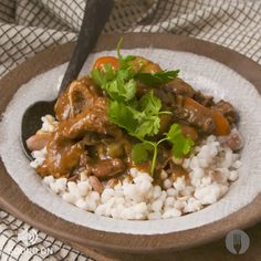 Nothing says home quite like a stew with samp & beans. Warm yourself up with this flavourful lamb stew on a cold evening! Oxtail Recipes, Jamaican Recipes, Lamb Recipes, Curry Recipes, Meat Recipes, Cooking Recipes, South African Curry Recipe, South African Recipes, Kos