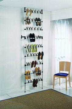 rangement chaussures original qui profite de l'espace vertical