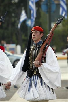 Greek soldier participating in changing of the guard ritual in front of the Greek Parliament building in Syntagma Square Greek Soldier, Female Soldier, Greek Traditional Dress, Traditional Outfits, Mykonos, Greek Men, Men Dress Up, Athens Acropolis, Greek Beauty