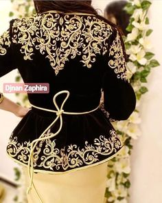 mentions J'aime, 18 commentaires - Randa. Traditional Fashion, Traditional Looks, Traditional Dresses, Moroccan Kaftan Dress, Stylish Hijab, Dress Outfits, Fashion Outfits, Afghan Dresses, Embroidery Suits Design