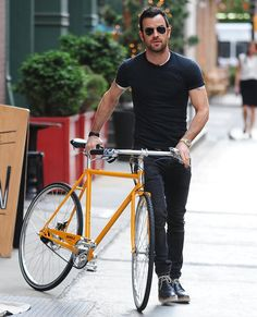 Pin for Later: 16 Times Justin Theroux's Hotness Made You Break Into a Sweat When he made you feel weird for getting ridiculously jealous of a yellow bicycle.