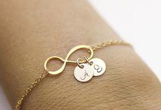 Pulsera personalizada infinito. pulsera de oro llenada de iniciales.  amor, pareja, mamá, hermana, esposa, familia, regalo de la Dama de honor