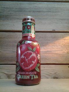 La boisson Arizona est originaire de l'Amerique, il  en existe plusieurs parfums, celui-ci est a la grenade et au thé vert et coûte environ 2, 50 €.