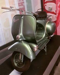 #vespas #vespalovers #vespa #vespagram #vespaclub #vespahobby #vespaclassic #3m #goobegone #prezzo #scooter #ricambi #moto #gpmotoricambivillongo #motorcycle #sconti #accessori #2 #experiencedshared #motolife #getoutandride #bmwmotorrad #triumphamerica #advlife #ride365 #calmotoshopride #calmoto #ktmusa #californiatriumph #ktm by therunnerjohan Vintage Vespa, Vespa Scooters, Prezzo, Cars And Motorcycles, Evolution, Bar, Princess, Classic, Vehicles