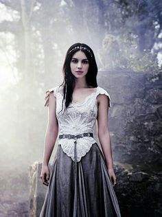 Image shared by Mrs. Find images and videos about reign and adelaide kane on We Heart It - the app to get lost in what you love. Adelaide Kane, Reign Mary, Mary Queen Of Scots, Mary Stuart, Gossip Girl, Reign Tv Show, Reign Dresses, Reign Fashion, Medieval Dress