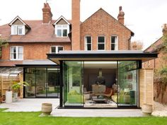 Flat roof design exterior modern with sliding glass doors glass wall brick house Extension Veranda, House Extension Design, Extension Designs, Glass Extension, Roof Extension, Extension Ideas, Extension Google, Modern Exterior, Exterior Design