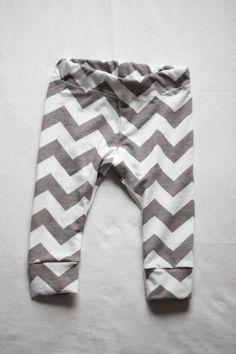 Gray Chevron Baby Leggings // Trendy Baby Clothing , Girls Boys Leggings , Infant , Toddler , Photo Prop , Baby Shower Gift