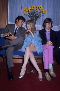 You have no chance of attracting her attention if your opponent is Alain Delon. Even if you're Mick Jagger. ( Alain Delon , Marianne Faithfull and Mick Jagger , Mick Jagger, Marianne Faithfull, Annie Leibovitz, Alain Delon, Robert Mapplethorpe, Paris Match, Richard Avedon, Lany, Rolling Stones