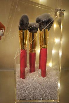 New makeup organization ideas dollar tree apothecary jars Ideas Good Makeup Storage, Acrylic Makeup Storage, Clear Acrylic Makeup Organizer, Makeup Organization, Diy Storage, Storage Organization, Eye Makeup Tips, Diy Makeup, Makeup Geek
