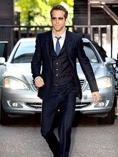 Another guy to take style tips from is Ryan Reynolds, like the three piece suit Fashion Moda, Look Fashion, Mens Fashion, Three Piece Suit, 3 Piece Suits, Sharp Dressed Man, Well Dressed Men, Ryan Reynolds Style, Look Formal