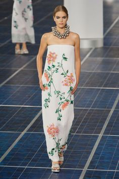 Chanel, estampados de flores y hombros al descubierto la nueva tendencia...#pfw #fashion