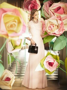 Le robe rose pale - Christian Dior Holiday 2012 catalog , photographed by Koto Bolofo Christian Dior, Mode Rose, Dior Fashion, Floral Fashion, Fashion Beauty, Dior Couture, Mode Style, Pretty In Pink, Evening Gowns