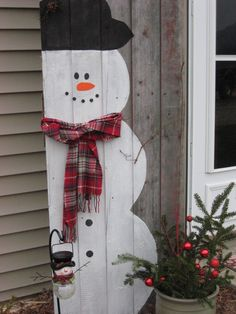 Top snowman christmas decorations for your home 00 00005 Snowman Christmas Decorations, Snowman Crafts, Christmas Snowman, Winter Christmas, Holiday Crafts, Christmas Holidays, Pallet Christmas, Christmas Signs, Outdoor Christmas