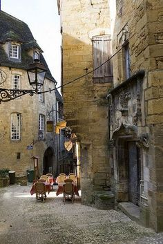the charming medieval town of Sarlat in the Dordogne, France. Stone-built houses were seen as a more costly, but more prestigious construction method above traditional timber frame, wattle and daub construction. Places Around The World, The Places Youll Go, Places To See, Around The Worlds, Aquitaine, La Roque Gageac, Belle France, La Dordogne, Beaux Villages