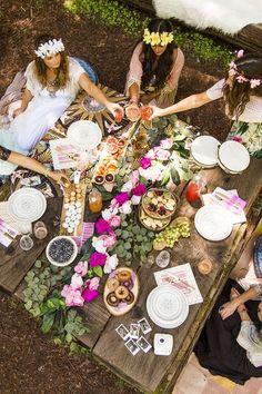 DIY floral crowns and floral garlands are a must-make for your ultimate picture-perfect boho bridal shower. Boho Hen Party, Boho Garden Party, Boho Party Ideas, Boho Birthday, Birthday Table, Hens Party Themes, Hen Night Ideas, Hens Night Theme, Hen Ideas