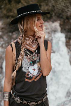 Festival femme - cowboy vibes spell & the gypsy collective f Boho Fashion Over 40, Boho Fashion Summer, Indie Fashion, Fashion Outfits, Womens Fashion, Modern Gypsy Fashion, Fashion Vintage, Fashion Pants, Bohemian Fashion