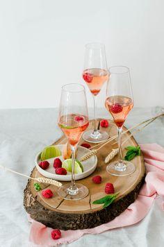 Empanadas au thon et chorizo - Recette - Tangerine Zest Empanadas, Cocktail Rose, Alcoholic Drinks, Cocktails, Chorizo, Treats, Week End, Food, Saveur