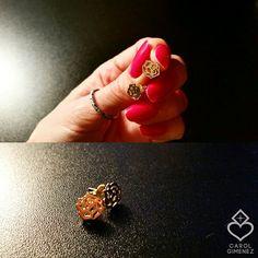 Brinco Roses Ouro 18k  pronto e unhas à salvo! \●/ Linha Rock and Roses! By Carol Gimenez Joias