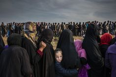 The Battle for Mosul - Lined Up for an Aid Distribution © Ivor Prickett, for The New York Times - World Press Photo 2018 New York Times, Ny Times, State Of Decay, Fotojournalismus, World Press Photo, Islam, Concours Photo, Pictures Of The Week, Photography