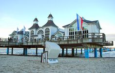 Seebrücke Sellin auf #Rügen Hotels, Germany, Mansions, House Styles, Cellphone Wallpaper, North Sea, Cottage House, Island, World