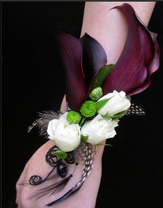 wedding corsages   Just the design of the white flowers