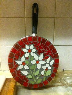 Мозаика ::: Домашний Декор | VK Mosaic Tray, Mosaic Tile Art, Mosaic Pots, Mosaic Artwork, Mosaic Crafts, Mosaic Projects, Mosaic Glass, Stained Glass Designs, Stained Glass Patterns