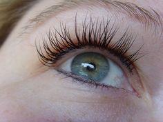 what good (& bad) eyelash extensions look like