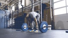 A flat out-sole and firm heel foam deliver the stability needed for dead-lifts