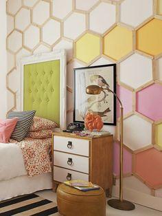 décoration murale bois dans la chambre à coucher - mur d'accent décoré d'un panneau alvéolé et peint