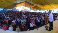 El dirigente del partido Morena, Andrés Manuel López Obrador, consideró una contradicción que un maestro vaya a votar por el PRI, por el PAN o por el PRD, partidos que aprobaron la reforma educativa que atenta contra la enseñanza y los educadores. Hizo un llamado a los profesores de Tlaxcala para que lo piensen si […]