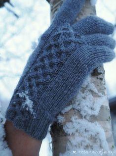 « rosannaofmay: Karju, eiku Fingerless Gloves, Arm Warmers, Fashion, Fingerless Mitts, Moda, Fashion Styles, Fingerless Mittens, Fashion Illustrations