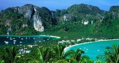 """As ilhas tailandesas Koh Phi Phi ficaram famosas após serem cenário de """"A Praia"""""""