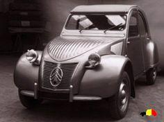 La production de la 2CV a commencé à l'usine Levallois de Citroën en juin 1949, avec 924 voitures. Elles étaient propulsées par un moteur 375cc. Il avait un toit de toile prolongé jusqu'au bas du coffre. Il n'y avait aucune clef de contact, et aucun moyen de fermer les portes à clé. Il n'y avait pas de clignotant donc la partie inférieure des fenêtres de devant s'ouvraient pour permettre d'indiquer sa direction avec la main. La seule option de la couleur était un gris sombre.