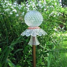 Best Glass Totems Garden Art Ideas For Beautiful Garden Pictures) 1045 - Awesome Indoor & Outd Glass Garden Flowers, Glass Plate Flowers, Glass Garden Art, Flower Plates, Glass Art, Clear Glass, Glass Lamps, Wine Glass, Outdoor Crafts