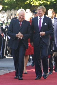 King Harald V of Norway greets King WillemAlexander of The Netherlands during the Dutch royal couple's official visit to Oslo on October 2 2013 in...