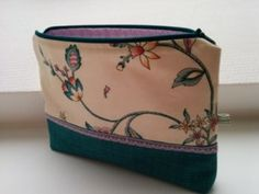 Täschchen aus Möbelstoffrest / Zippered pouch made from scraps of furniture fabric / Upcycling