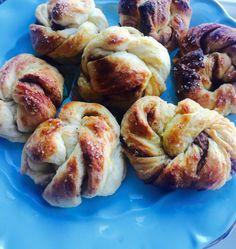 Yummy! #cinnamonbuns#norwegian#recipe#baking#kanelknuter#kanelbulle#lovebsking#cinnamonrolls Pretzel Bites, Cinnamon, Sausage, Bread, Image, Food, Canela, Sausages, Essen