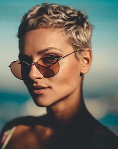 15 gute frauen kurze frisuren fur 2019 2020 trend bob frisuren 2019 - The world's most private search engine Short Hair Cuts For Women, Short Hairstyles For Women, Bob Wedding Hairstyles, Corte Pixie, Short Hair Model, Super Short Hair, Undercut Hairstyles, School Hairstyles, Trending Hairstyles