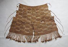 Japanese Vintage Folk Craft Mino Made of Rice Straw (item detailed views) Straw Weaving, Hand Weaving, Vintage Textiles, Page Design, Vintage Japanese, Vintage Art, Boho Shorts, Crochet Top, Folk