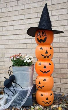 Do you love decorating for Halloween? We are sharing some incredible creative DIY Halloween Decorations you will be dying to share this year. Homemade Halloween Decorations, Halloween Signs, Outdoor Halloween, Creepy Halloween, Holidays Halloween, Halloween Pumpkins, Halloween Crafts, Halloween Party, Halloween Stuff