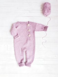 Baby romper-Baby overalls linen-Knit baby clothes-Knit overall-Newborn girl outfit-Baby overall romper-Baby jumpsuit-Knit onesie - High quality unisex baby romper in cotton and linen blend or cotton/merino mix. No gender baby comi - Baby Outfits, Newborn Girl Outfits, Baby Girl Patterns, Baby Clothes Patterns, Baby Overalls, Baby Jumpsuit, Newborn Fashion, Baby Boy Fashion, Baby Frock Pattern