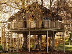 Uma casa na árvore pode ser algo realmente impressionante. Bem diferente daquelas infantis (que já são muito legais). Surpreenda-se aqui.