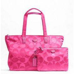 Bolsa Getaway Signature Nylon Medium Coach Hot Pink