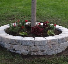 Looking for new front yard landscaping tips that won't break the bank? Steal these cheap, easy landscaping ideas for a beautiful yard right here, from pathways to planters and more. Landscaping Retaining Walls, Outdoor Landscaping, Front Yard Landscaping, Backyard Landscaping, Outdoor Gardens, Superior Landscaping, Landscaping Borders, Hydrangea Landscaping, Cheap Landscaping Ideas