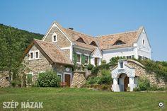 Szőlőhegyi hajlék - Szép Házak - a very beautiful house [rp] Dream House Plans, My Dream Home, Rural House, Exterior Stairs, Classic House, Home Fashion, Beautiful Homes, Cottage, House Design